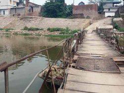 Cầu tạm qua sông